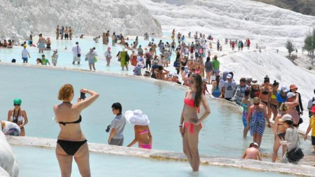 number-of-tourists-visiting-pamukkale-decline-7489611_x_o